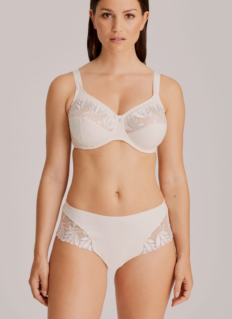 Front view of Woman wearing Prima Donna Orlando Comfort Bra In ivory with matching brief